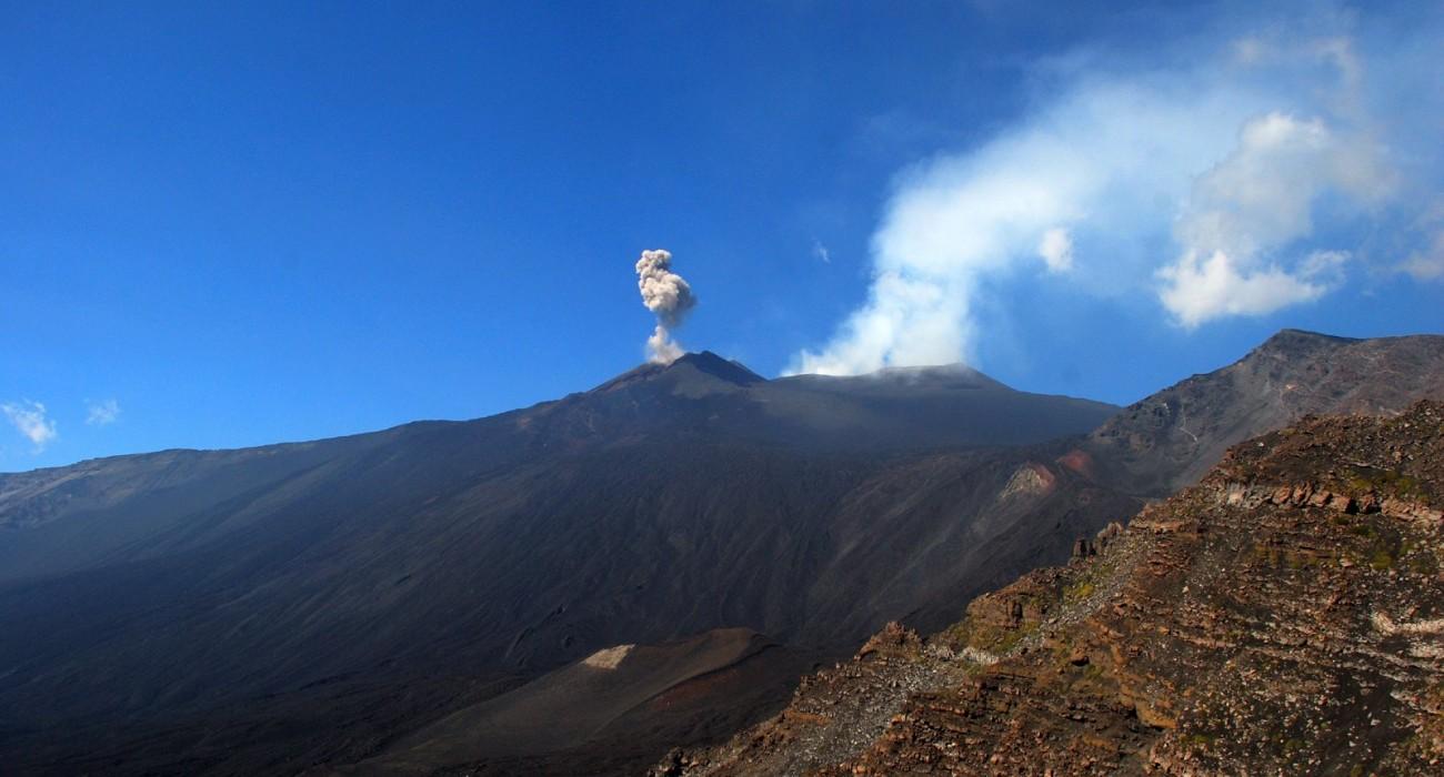 Etna Esplosione Lava Valle del Bove